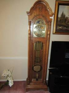 "SLIGH GRANDFATHER CLOCK MODEL# 0890-1-AB. MOVEMENT# 500-2959, REG.# 414-78-09 WITH KEY LOCK 84"" X 19"" X 12"" AND ALL PAPERWORK  BEAUTIFUL CLOCK"