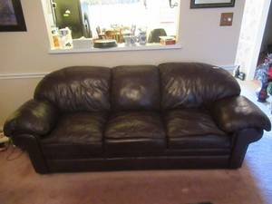 "BEAUTIFUL LEATHER QUEEN HIDE A BED COUCH IN GREAT CONDITION! NO RIPS OR TEARS AND WELL TAKEN CARE OF! 94"" WIDE"