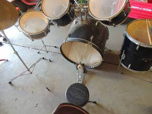 GP Percussion 5-Piecer Drum Set w/Cymbals, Throne, Whitehall drum sticks  & Hardware  nice condition