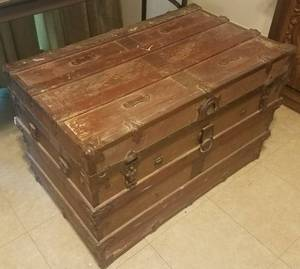 ANTIQUE FLAT TOP STEAMER TRUNK (C. 1900'S)