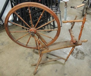 Vintage spinning wheel for yarn
