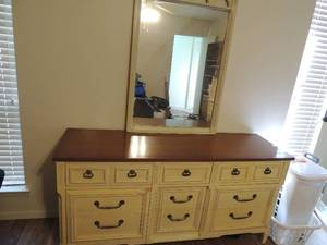 WHITE Dresser has 9 drawers WITH MIRROR  MATCHES #5