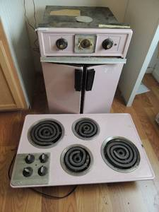 "Frigidaire PINK cooktop stove in working condition 20""L x 32""H x 5"" wide,matching wall oven 28H X 24""l x 20""w"