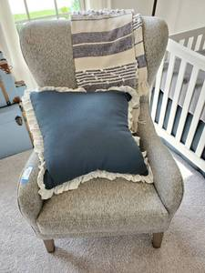 Wing Back Chair with Throw & Pillow