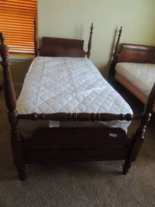VINTAGE MAHOGANY  TALL POSTER BED   TWIN SIZE  - SET OF 2