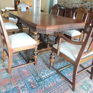 WILLIAM & MARY STYLE VINTAGE  Dining Room Set- Dining Table  72x39x31 w/ hidden leaf,   2 Captain & 4 Side chairs ,  Hutch 74 x 40 x 16,   Buffet 41 x 66 x21   and Sideboard  38 x 36 x 18