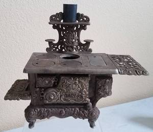 ANTIQUE EAGLE SALESMAN SAMPLE CAST IRON STOVE WITH ACCESSORIES AS SHOWN. CHECK IT OUT!!