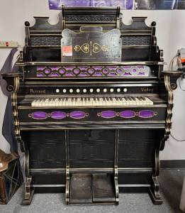 ANTIQUE 1890'S FARRAND & VOTEY PUMP ORGAN IN STYLE/COLOR/MODEL SHOWN. THIS ORGAN IS IN OVERALL SOLID CONDITION FOR ITS AGE. MUST SEE!!