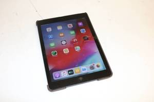 Apple iPad Air 16gb (Powers On, Touch Works)