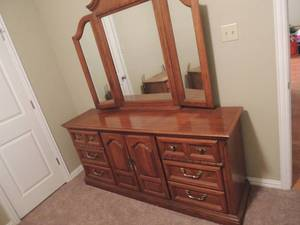 9 drawer solid wood dresser 32x70x18 with folding mirror 49x54