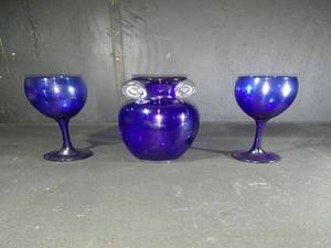 COBALT BLUE VINTAGE WINE GLASSES AND PITCHER