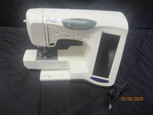 PACESETTER BY BROTHER SEWING MACHINE  ULT2001 ( POWER ON )