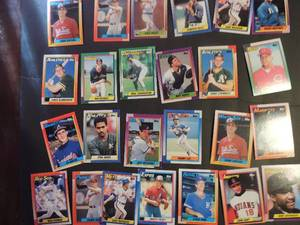 TOPPS 1990- Various Players and Teams. Cards 102-149. Not consecutive. 25 cards total. Very good condition, edges slightly worn