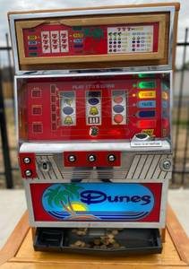 Dunes Slot Machine with tokens