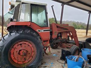 International Harvester GB 660 Tractor Model F-886 with Newer Bucket, last started in Aug 2020