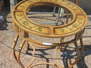 "Beautiful metal floral design table with oval glass top & 4 dining chairs    table -30"" high 42"" diameter with glass"