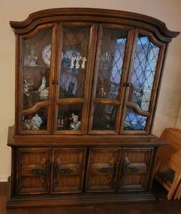 VINTAGE WOODEN CHINA CABINET WITH GLASS TOP DOORS. CONTENTS NOT INCLUDED.