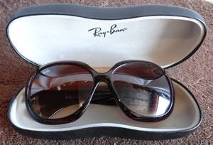 Nice Pair of Women's RAYBAN Sunglasses with case